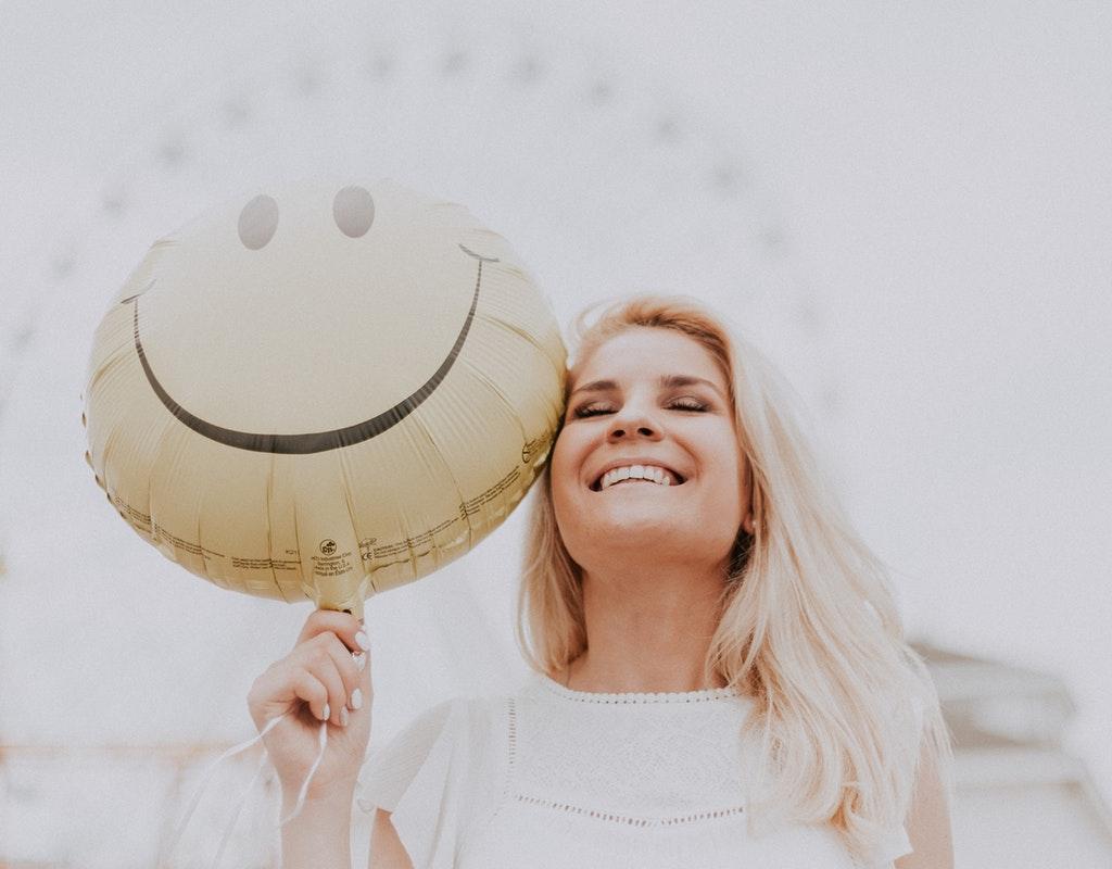 Conoce como ser feliz y la estrategia número uno para lograrlo